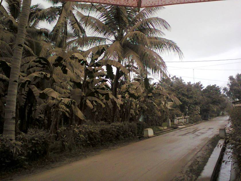 jalan desa depan rumah