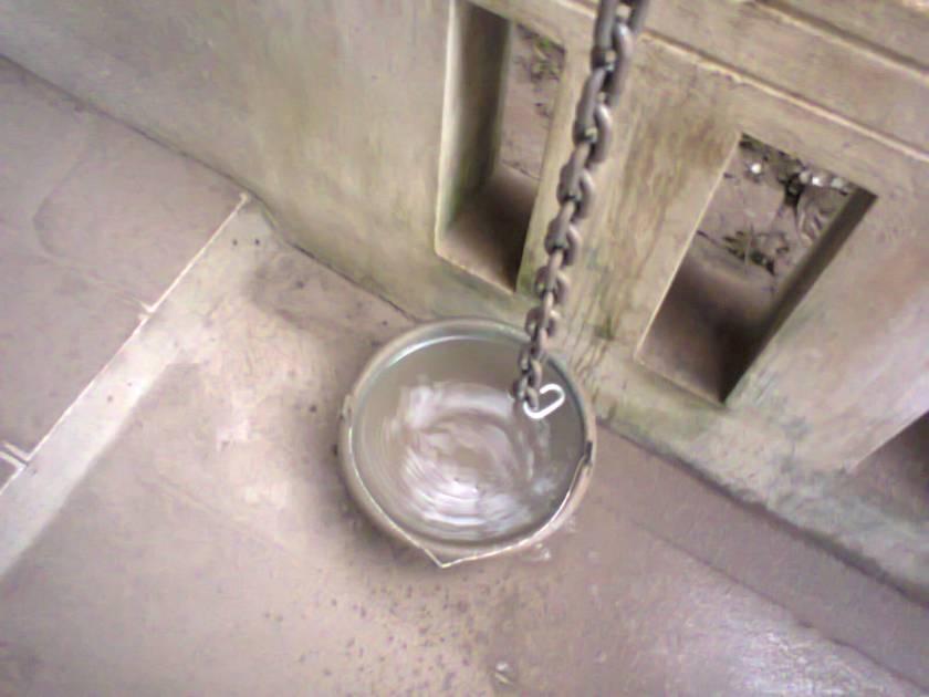 ember ini biasanya berisi air guyuran talang tetapi kemarin 7/8nya berisi lumpur :D